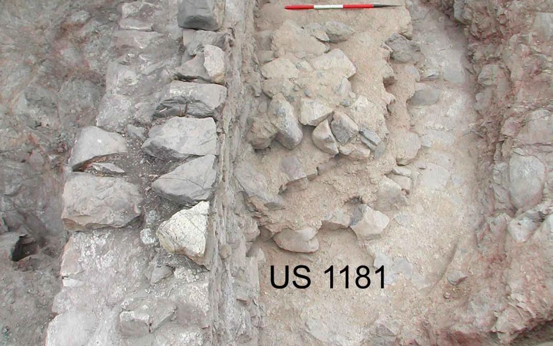 fig.2b. I resti della torre più antica, costruita verso il Mille e demolita in buona parte tra XII e XIII secolo.