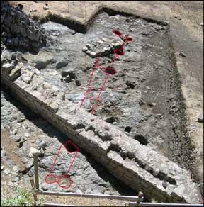 fig.2a. L'Area 3000 compresa tra il perimetrale orientale del palatium e il lato meridionale della cinta della rocca, costruiti nel Duecento.