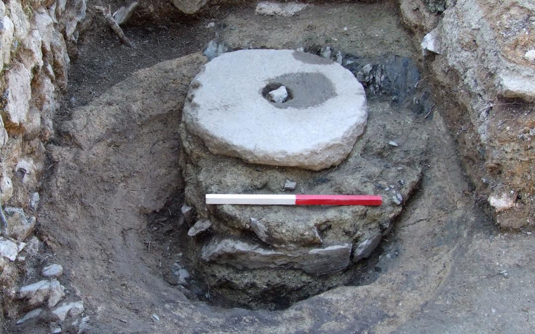 fig.3a. Vista di fianco e dall'alto del miscelatore per la malta usato nel cantiere per la costruzione della torre e delle altre murature intorno al Mille.