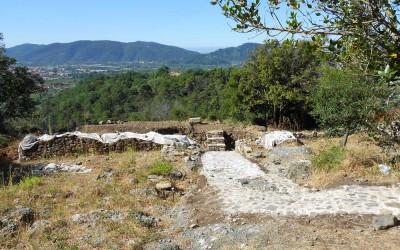 fig.10. I lavori per la strutturazione del percorso di visita nell'area archeologica della Brina nel tratto   meridionale del pianoro, con arrivo su un belvedere.