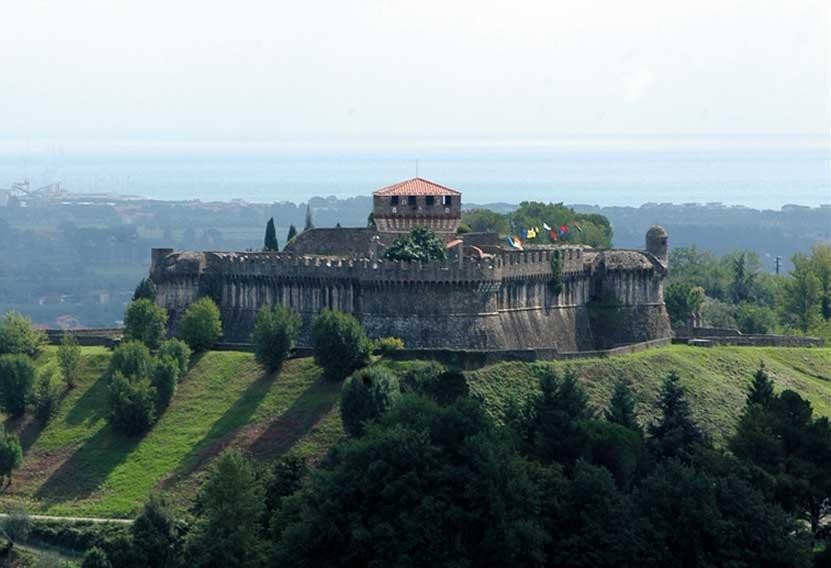 Fig.16. La Fortezza di Sarzanello che oggi ospita l'esposizione dei reperti degli scavi della Brina.