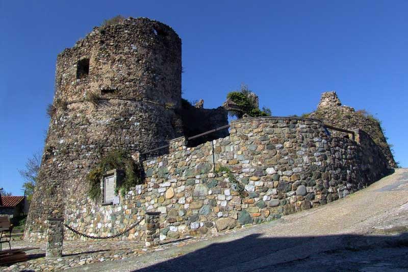 fig.4. I resti del castello di Bibola.