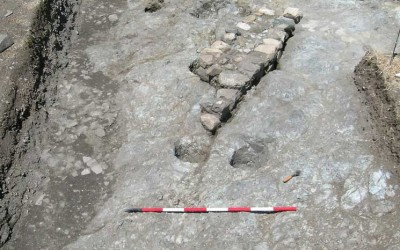 """Fig.5. Un'immagine dell'Area 3500, con la cinta della rocca duecentesca e il """"torraccio"""" sullo sfondo."""