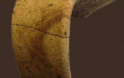 Fig.c. Boccale in ceramica depurata e dipinta a ingobbio di area lunigianese, fine IX-X secolo.