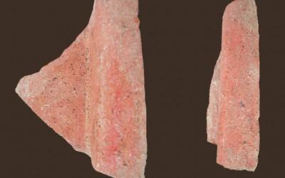 Fig.c. Frammenti di tegole di età romana rinvenute nei contesti altomedievali della Brina.