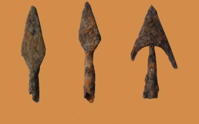 Fig.d. Punte di frecce in ferro per arco dai contesti signorili di fine X-XI secolo.