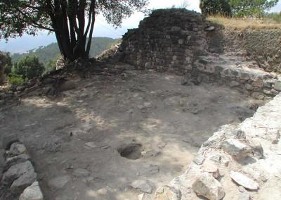 fig.2. La camera alta del palazzo signorile nella rilettura del XIII secolo (Area 1000).