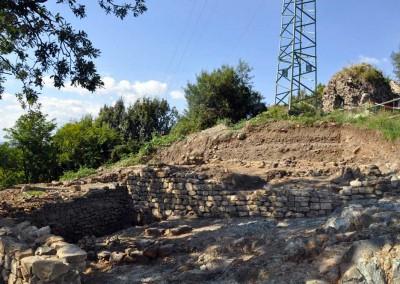 fig.10. Vista da sud-ovest della zona immediatamente ad occidente della rocca alla fine dello scavo (Area 5500).