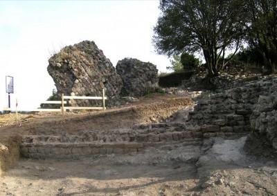 fig.9. Vista da sud della parte occidentale della rocca alla fine dello scavo (Aree 3000 e 3500).